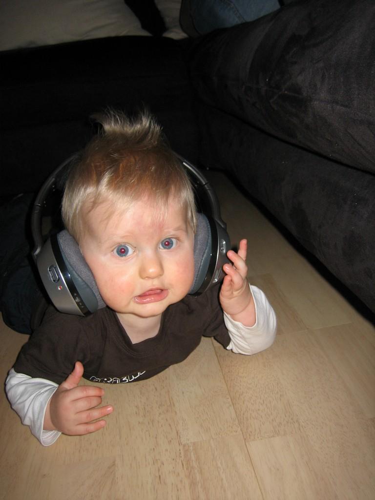 Max mit Kopfhörer
